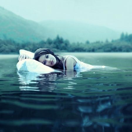 этой видеть во сне машина упала в реку Батуми Тырныауза машине