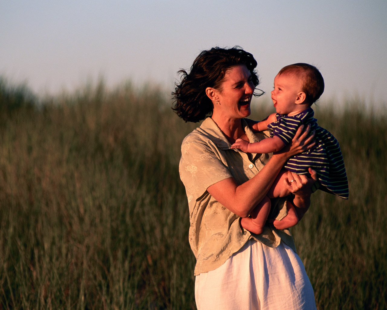 Художественное фото мамы с ребенком