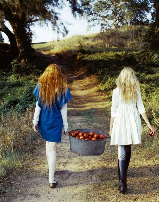 Картинки девочек со спины - 490b9