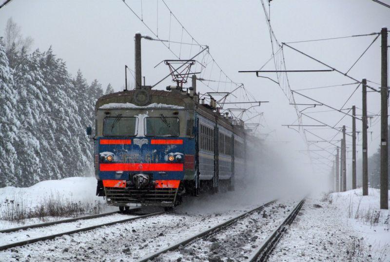 Электропоезд ЭР9Е-61.