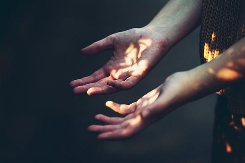 Погляди на свои руки погляди на них