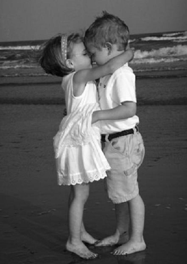 Фото девочка и мальчик впервые 21 фотография