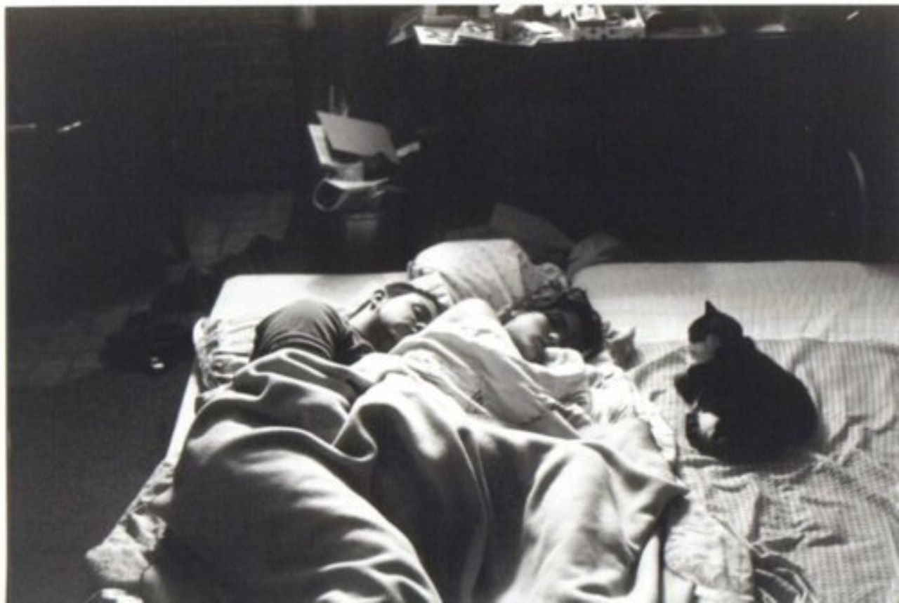 Сын и мама легли вместе 4 фотография