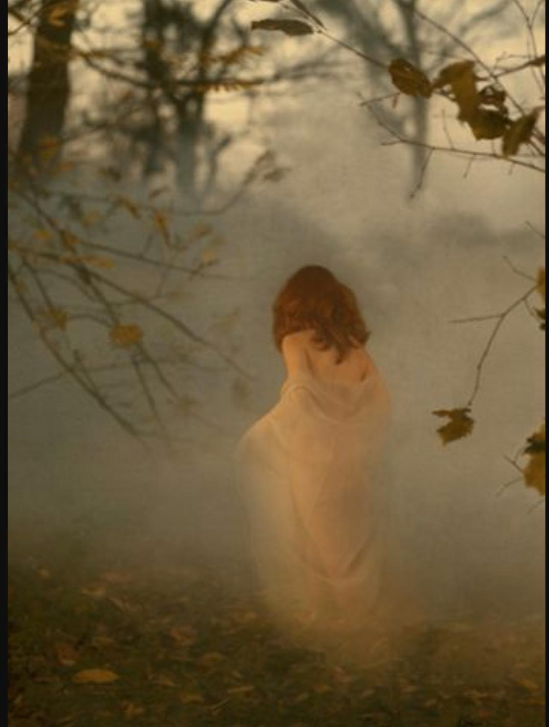 Фото женщины в тумане 9 фотография