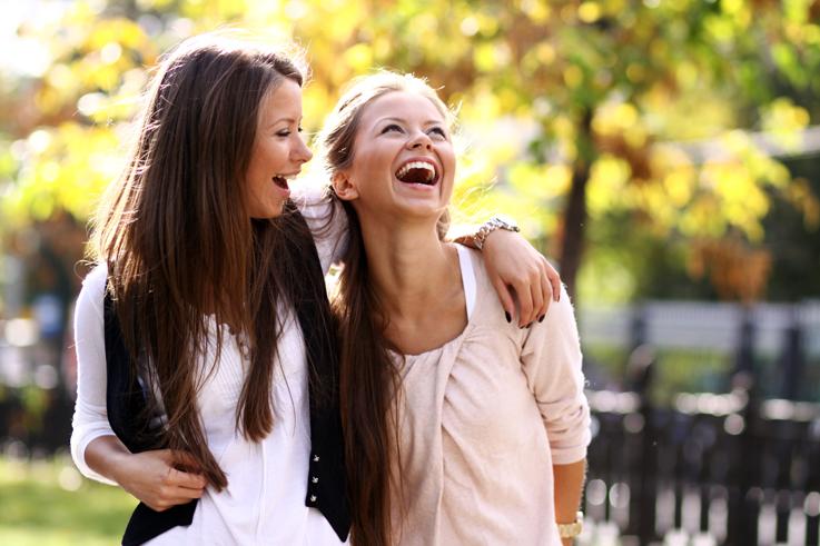 Как с фотографироваться с подругой